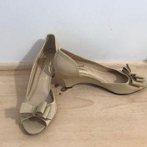J.Renee women's heels/shoes size 8 color Tan